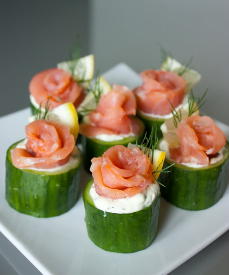 Salmon with cream in cups of cucumber